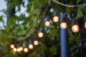 backyard lighting tips do's don'ts richlawn